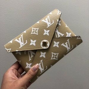 {Louis Vuitton} Giant Pochette Kirigami
